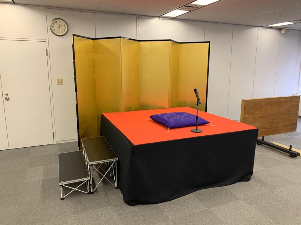 写真や絵の展示に有孔パネルを使用